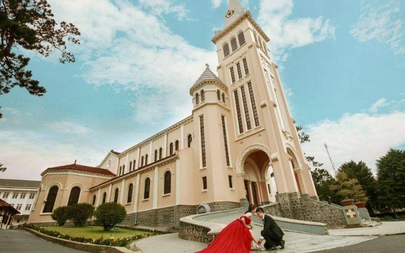 Nhà thờ con gà - điểm đếm không thể bỏ qua khi chụp hình cưới tại Đà Lạt