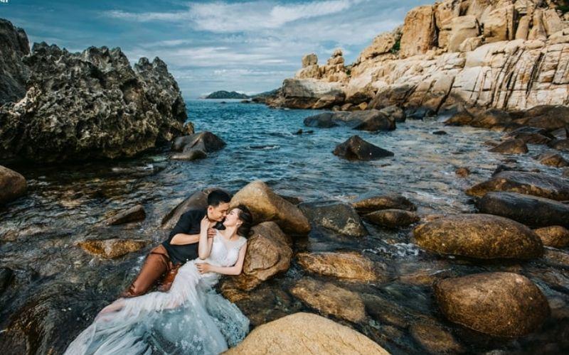 Cô Tô nổi lên là một trong các điểm chụp hình cưới được nhiều cặp đôi ưa thích