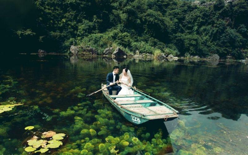 """Mệnh danh là """"Hạ Long"""" trên cạn, Tràng An là nơi lí tưởng cho album cưới của bạn"""