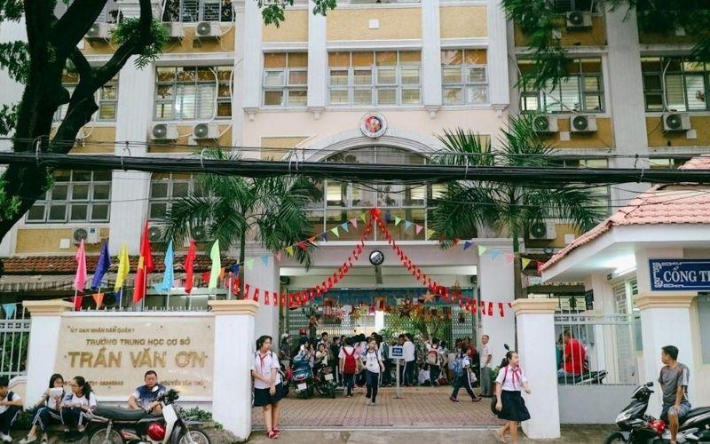 Trường trung học cơ sở Trần Văn Ơn
