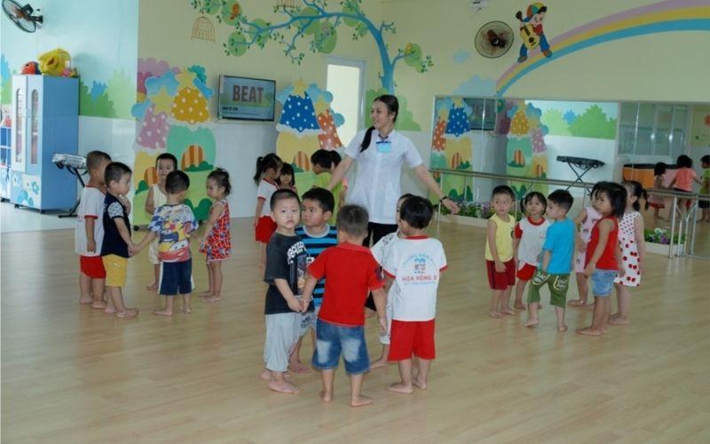 Mầm non Hoa Hồng  với phòng học rộng rãi, hiện đại
