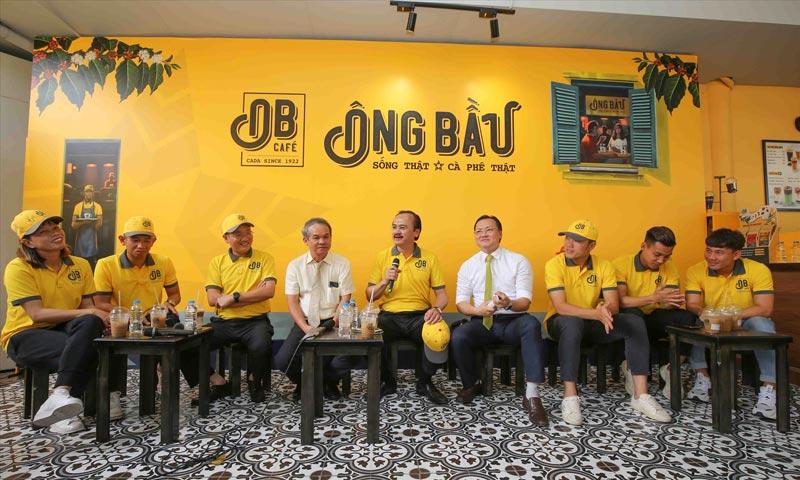 Cà phê ông bầu là sự kết hợp giữa ba ông Bầu của Bóng đá Việt Nam là Bầu Đức, Bầu Thắng và Bầu Hải