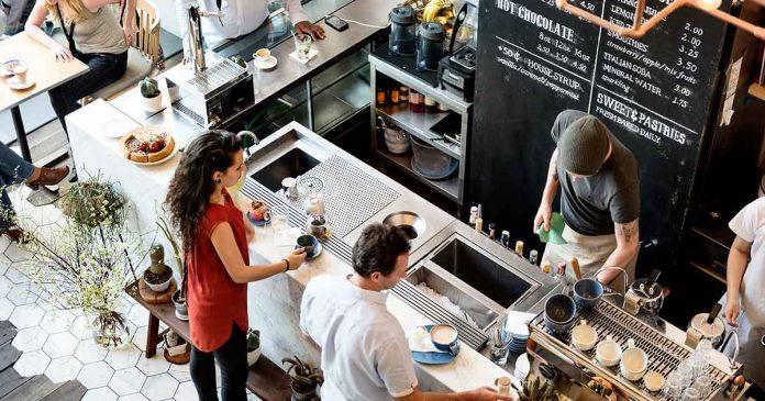 Có nên mở quán cafe nhượng quyền không?