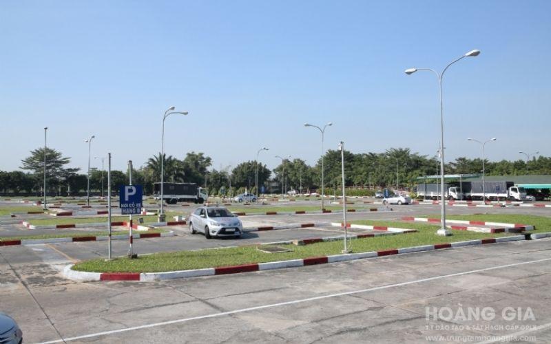 Trung tâm dạy lái xe bằng C Hoàng Gia