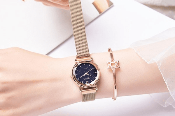 Cách chọn đồng hồ cho nữ cổ tay nhỏ