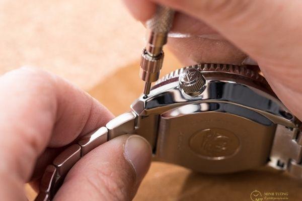 Cách tháo núm (chốt đồng hồ đeo tay)