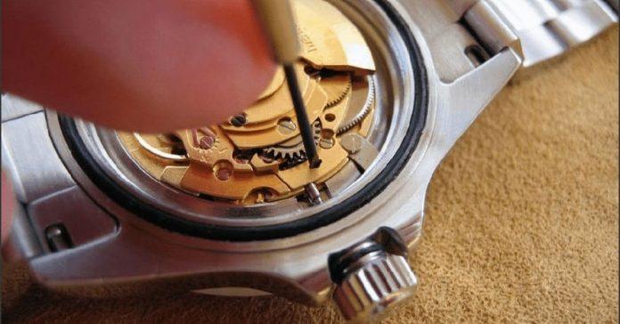 Cách tháo núm, chốt đồng hồ đeo tay