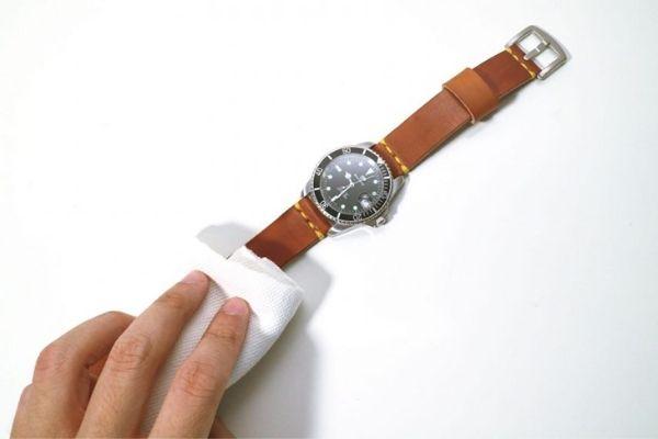 Cách vệ sinh dây đồng hồ đeo tay cần biết