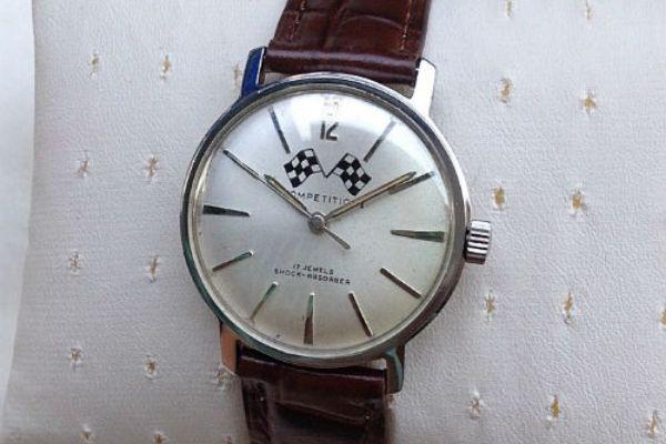 Đồng hồ đeo tay cổ Nhật Bản