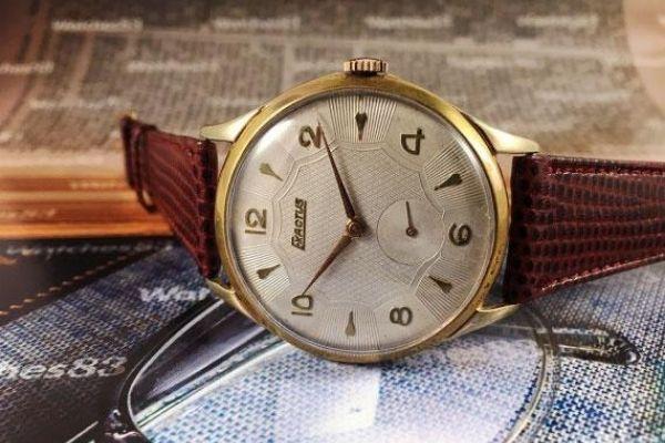 đồng hồ đeo tay cổ dây da
