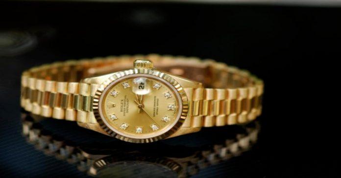 Cách khắc phục đồng hồ mạ vàng bị phai màu đơn giản hiệu quả