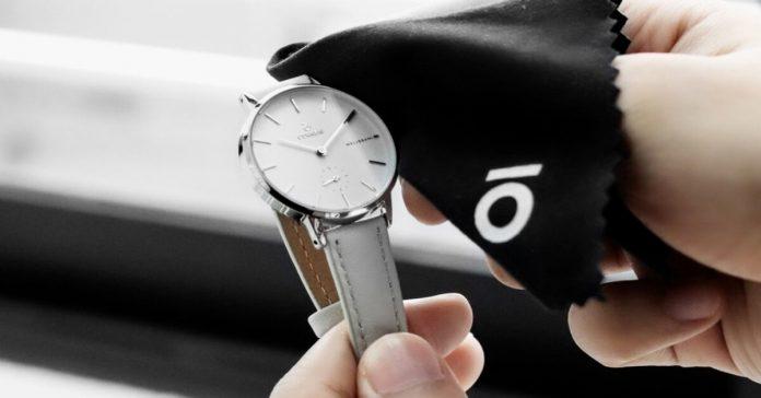 Hướng dẫn cách làm sạch dây da đồng hồ màu trắng hiệu quả