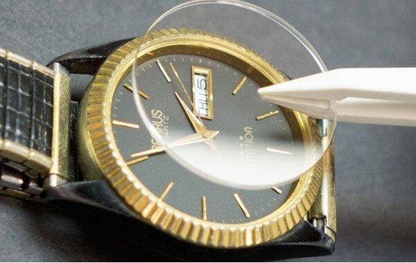 kính cường lực đồng hồ