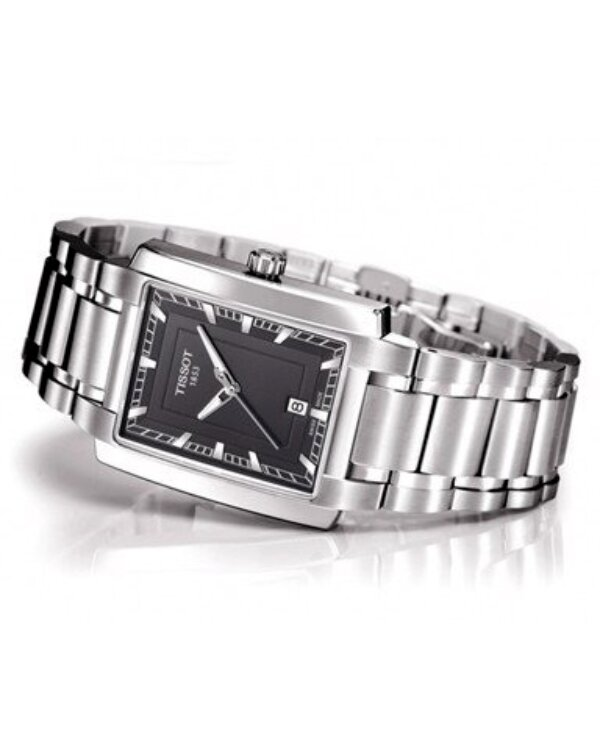 Mẫu đồng hồ nam cổ tay nhỏ Tissot T061.310.11.051.00