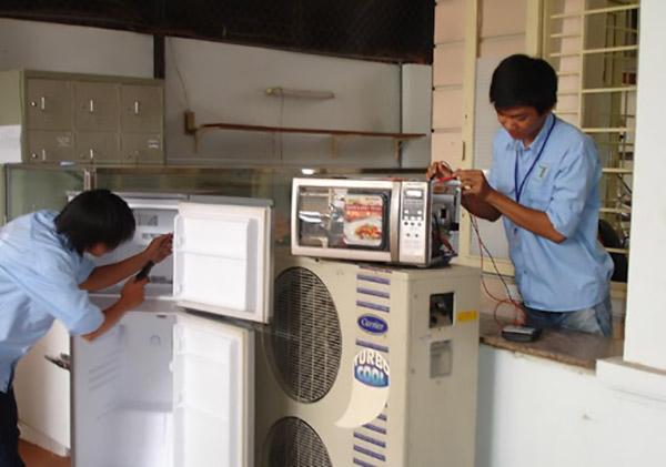 Sửa tủ lạnh Toshiba tại Trung Điện Lạnh